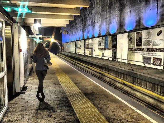 palier pour aborder une femme dans la rue