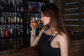 Comment draguer en bar sans être un bon séducteur